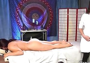 Shemale masseuse fucks pledged babe