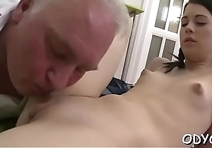 Sleder babe takes a hardcore fuck doggystyle wits an daddy