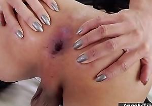 TS Helen toute seule masturbates and gets cum