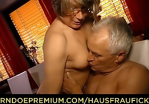 HAUSFRAU FICKEN - Diggings doggy sexual relations with housewife granny
