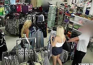 Czech shoplyfter Ornella Morgan got a nosh of LP Officers giving cock!