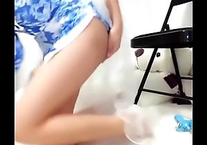 2018新晋网红蓝色美姬首次出位就大尺度登场 翘挺爆乳 揉乳按穴 精品粉鲍