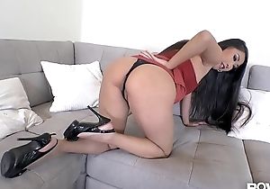 POV Maniacs Acquire Their Money'_s Worth When Sharon Lee Provides Footjob