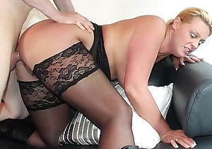 REIFE SWINGER - Curvy German blonde nearly stockings boned