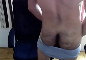 Mexicano peludo batendo uma punheta