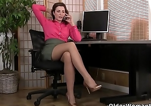 American milf Vivi takes care be proper of her stimulated hairy pussy