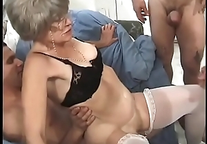 Horny granny Kathy Jones knows attracting well how to wait upon gang bang