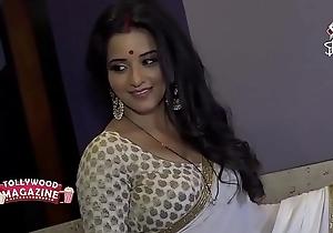 Hot Bhojpuri bombshell wed sweating in chunky huge boobs...