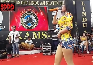 Indonesian Erotic Dance - Pretty Sintya Riske Wild Dance out of reach of years
