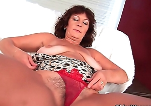 Busty senior slutwife alma rubs her curly twat anent her fingers