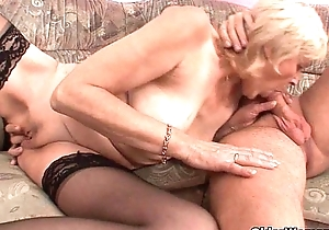 Grandma just about nylons acquires a facial