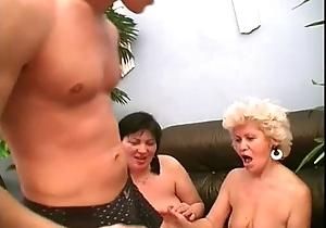Sexy mamma effie shares a youthful knob