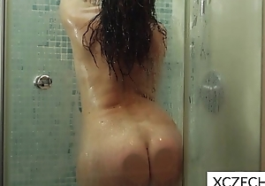 Erotic showering thither super sexy milf