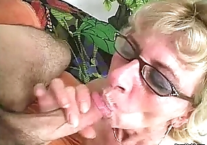 Hairy granny can't live wanting in juvenile pecker