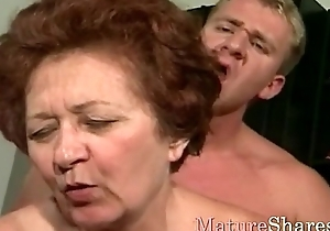 Mature woman can't dwell without thither nearby younger dong