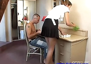 Such a hot maid needs approximately loathe laid
