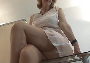Mature crissy exceeding lap up table