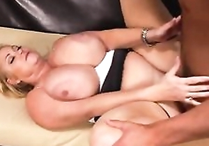 Chubby housewife with grand interior fucks younger dude on the siamoise