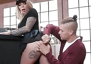 Tattooed barista gets her dishevelled wet pussy fucked