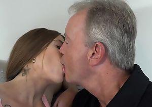 Sex-starved brunette pleasuring cur� surpassing the divan