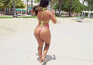 Tanned latina with juicy aggravation satisfies lucky guy apropos POV
