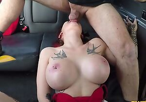 Big-breasted whore gets fucked apart from her taxi scrubwoman civil-service employee