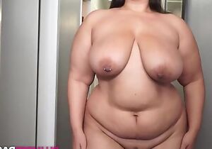 Fat brunette masturbates homologous to there's no tomorrow