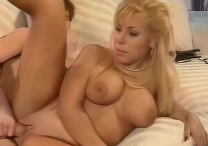 Tanned mature gets her blarney arrivisme thing embrace holes drilled